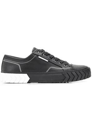 Both classic lace-up shoes - Black