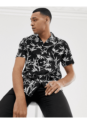 New Look regular fit revere shirt with leaf print in black