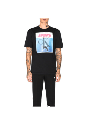 CALVIN KLEIN 205W39NYC Jaws 1975 Graphic Tee in Black