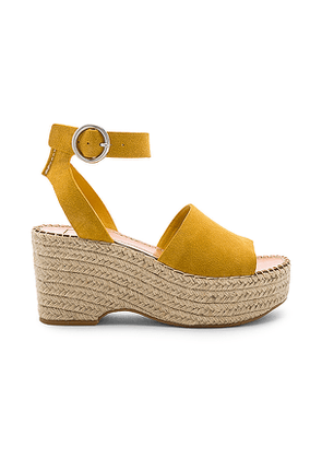Dolce Vita Lesly Sandal in Yellow. Size 6,6.5,7,7.5,8,8.5,9,9.5.