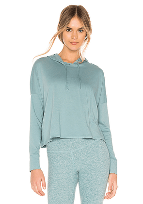Beyond Yoga Beach Worn Cropped Pullover in Blue. Size L.