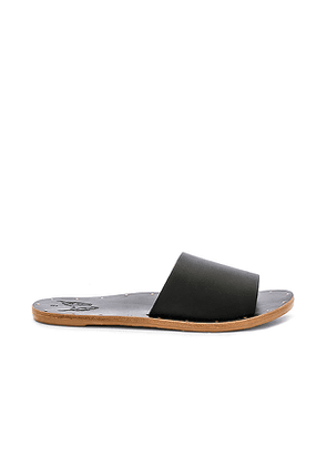 Beek Mockingbird Sandal in Black. Size 7.