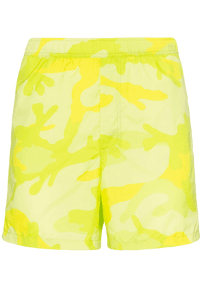 Valentino camouflage-print swimming trunks - Green