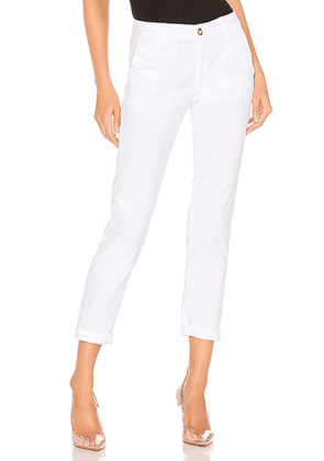 AG Adriano Goldschmied Caden Chino in White. Size 23,26,28,29,30.