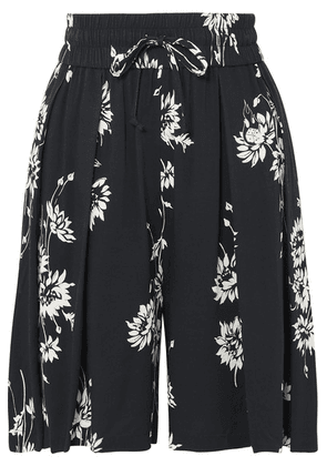McQ Alexander McQueen - Pleated Floral-print Crepe Shorts - Black