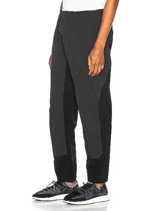 Arc'teryx Veilance Secant Comp Pant in Black - Black. Size M (also in ).