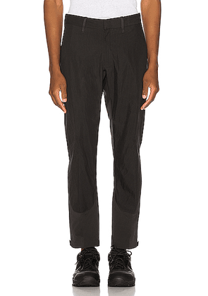 Arc'teryx Veilance Apparat Pant in Black - Black. Size 30 (also in 32,34,36).