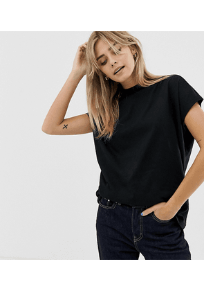 weekday prime t-shirt in black in Organic Cotton