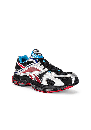 VETEMENTS Spike Runner 200 in Black & Silver & Red - Black,Metallic,Red. Size 42 (also in 43,44,45).