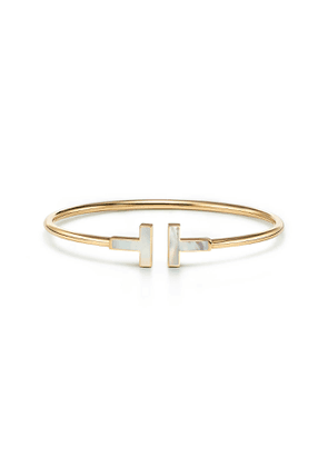 Tiffany T mother-of-pearl wire bracelet in 18k gold, small