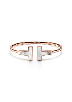 Tiffany T large mother-of-pearl wire bracelet in 18k rose gold, medium