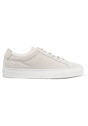 Common Projects - Retro Low Shearling-lined Suede Sneakers - Light gray