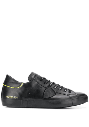 Philippe Model side patch detail lace-up sneakers - Black