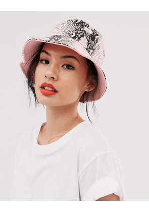 New Look reversible bucket hat in snake and pink-Multi