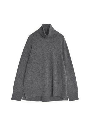 Relaxed Cashmere Roll-Neck Jumper - Grey