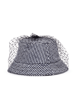 Veil stripe bucket hat