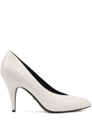 Gucci pointed toe leather pumps - White