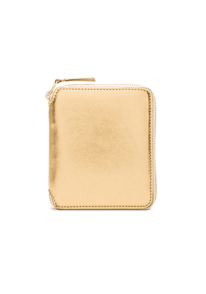 Comme Des Garcons Gold Line Zip Wallet in Gold - Metallics. Size all.