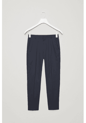 TAILORED CHINOS WITH DARTS