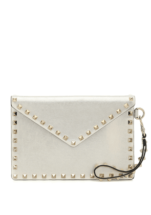 Valentino Garavani Rockstud Medium leather pouch