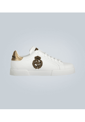 Low-top leather sneakers with logo