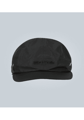 Logo cap with buckle