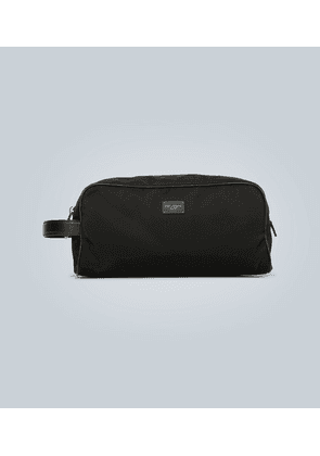 Washbag with leather trims