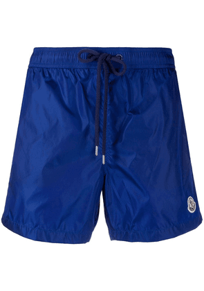 Moncler logo patch swim shorts - Blue