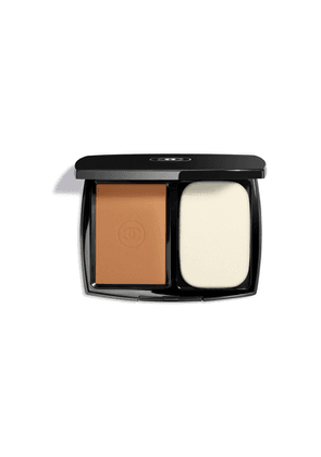 CHANEL Ultrawear Flawless Compact Foundation - Colour Caramel 121