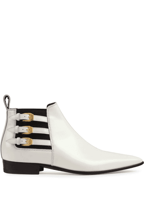 Gucci pointed side buckle ankle boots - White
