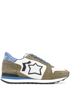 Atlantic Stars star patch low top sneakers - White