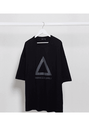 ASOS DESIGN Plus oversized longline t-shirt with reflective Unrivalled Supply Logo in heavyweight jersey-Black