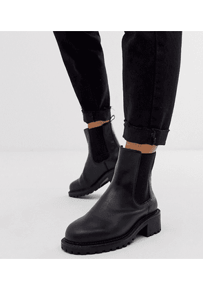 ASOS DESIGN Wide Fit Action chunky chelsea boots in black