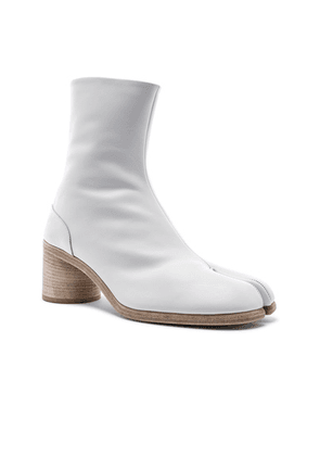 Maison Margiela Ankle Tabi in White - White. Size 44 (also in 41,45).