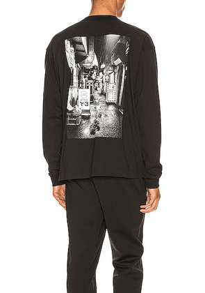 Y-3 Yohji Yamamoto Alleyway Graphic Tee in Black - Black. Size M (also in ).