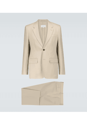 Single-breasted wool suit