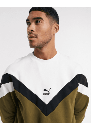 Puma iconic contrast v logo sweater in green