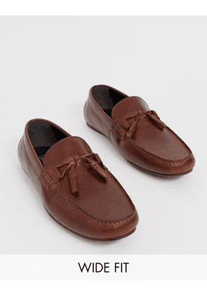 ASOS DESIGN Wide Fit driving shoes in tan leather with fringe detail-Brown