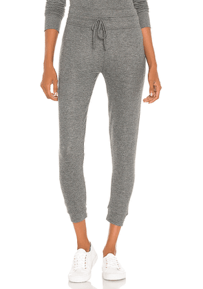 Beyond Yoga Brushed Up Lounge Around Midi Jogger in Grey. Size M,S,XS.