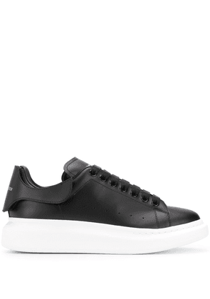 Alexander McQueen Oversized low-top sneakers - Black