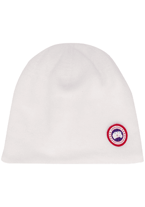 Canada Goose logo-patch knitted beanie - White