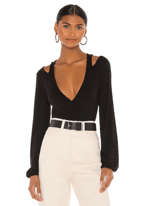h:ours Cut Out Nikkie Top in Black. Size M,S,XL,XS,XXS.