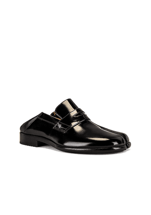 Maison Margiela Tabi Leather Loafers in Black - Black. Size 42 (also in 41,43,44,45).