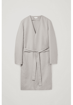 COLLARLESS GOWN COAT
