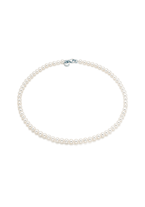 Ziegfeld Collection necklace of freshwater cultured pearls with a silver clasp - Size 5-6 mm