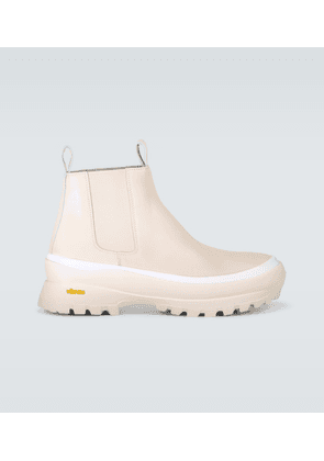 Leather boots with Vibram® platform