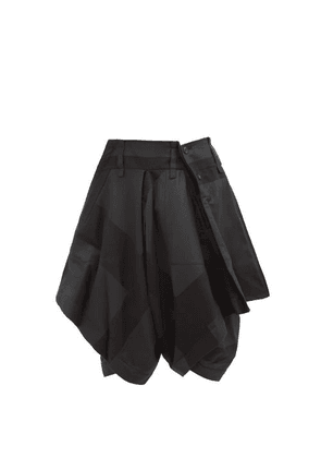 Issey Miyake Men - Two-tone Draped Twill Shorts - Mens - Black