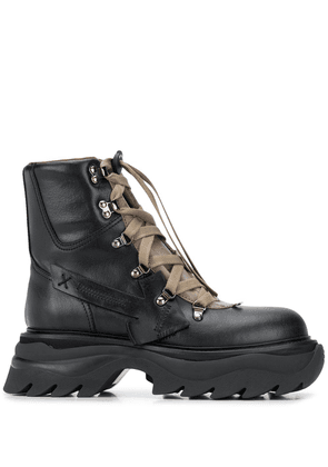 Off-White Arrow-patch hiking boots - Black