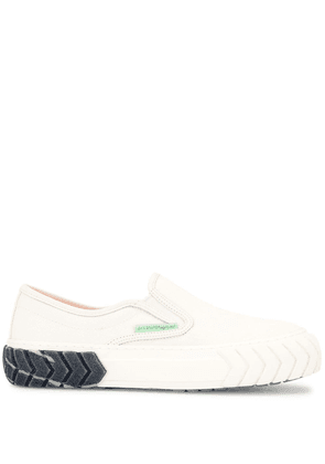 Both low-top canvas sneakers - White