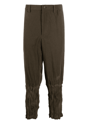 Issey Miyake ruched tapered fit trousers - Green